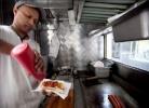 Приготовление хот догов
